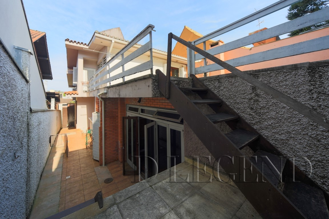 Casa comercial proxima Av. Plinio Brasil Milano - Avenida Engenheiro Alfredo Correa Daudt, 295 - Boa Vista - Porto Alegre