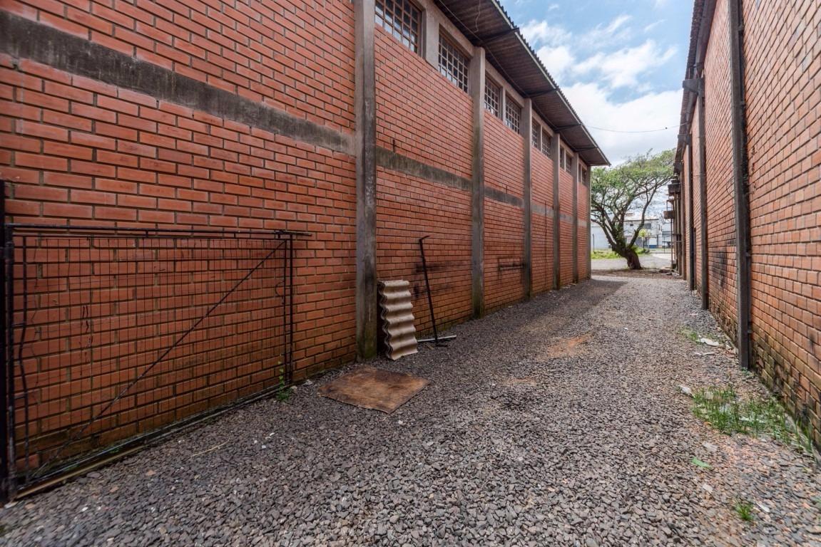 ESPAÇO E SEGURANÇA EM ÓTIMA LOCALIZAÇÃO - Avenida Manoel Elias, 1247 - Passo das Pedras - Porto Alegre