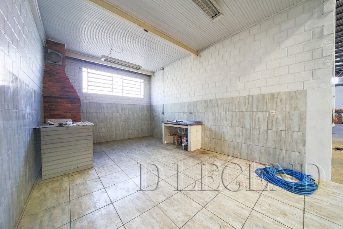 DEPOSITO NA A. J. RENNER COM 3 FRENTES - Rua Irmao Francisco, 105 - Humaitá - Porto Alegre